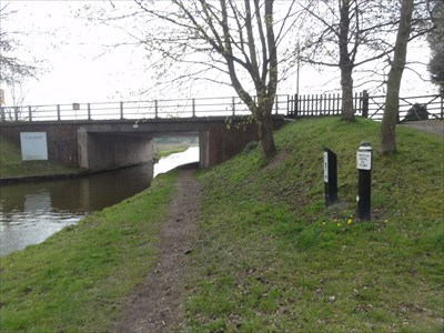 The junction with the Staffordshire and Worcestershire canal is on the other side of the bridge.
