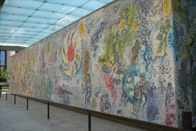 Four seasons mural by marc chagall chicago illinois for Chagall mural chicago