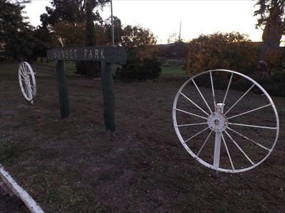 The two Wagon Wheels at Sunset Park. 1727, Monday, 6 May, 2019