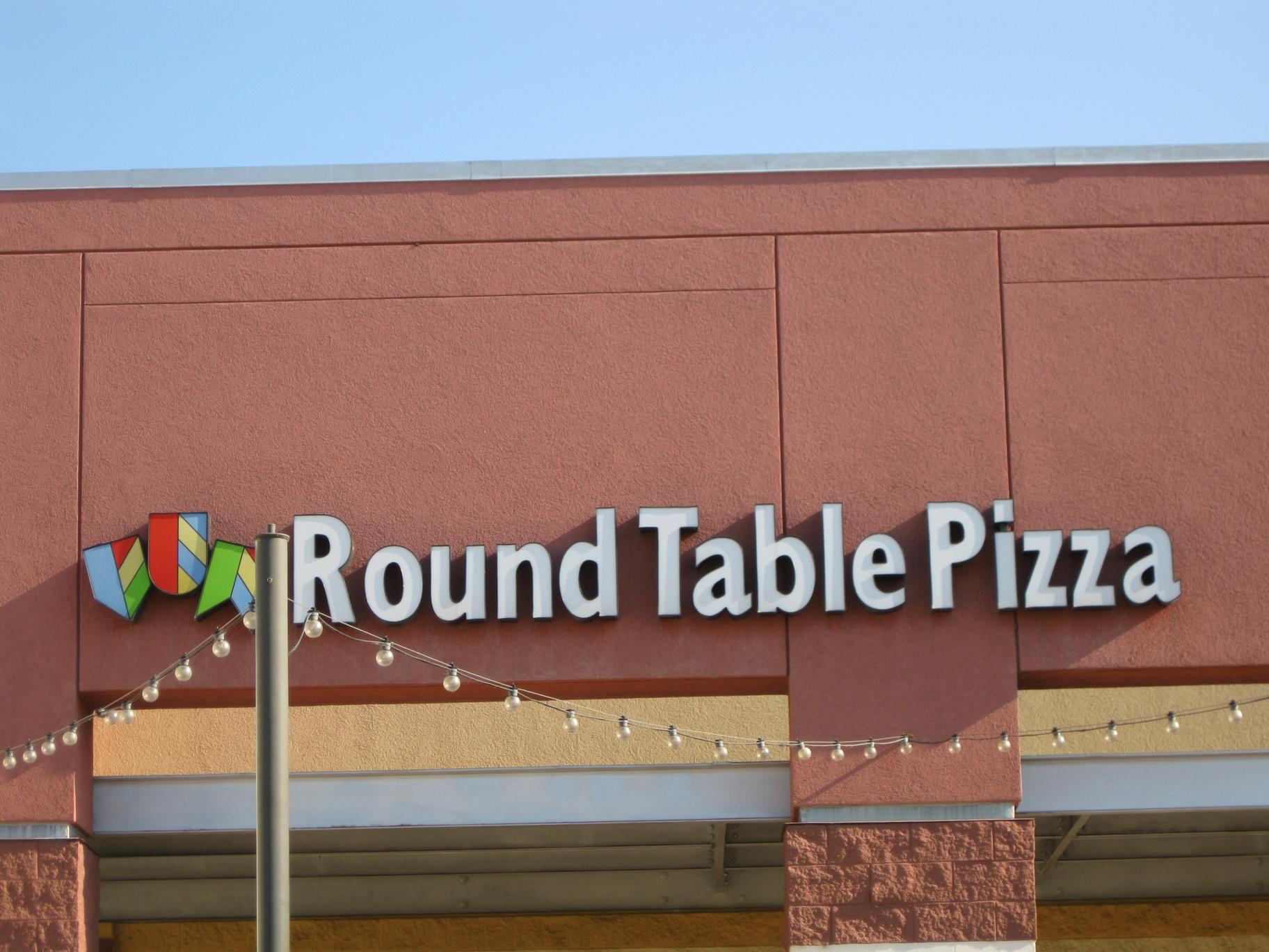 Round Table Pizza Mt Shasta Mall Redding Ca Image