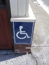 Accès mobilité réduite.Disabled access.
