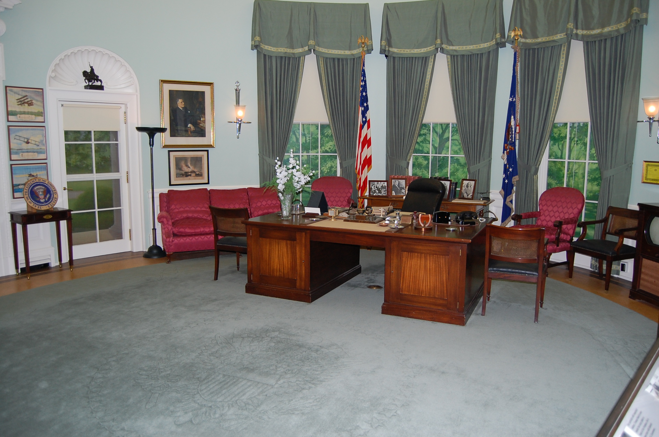 Obama Resolute Desk The Changing Oval Office From Fdr To Obama Letawookieewin