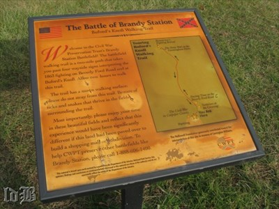Sign at the trailhead of the Buford`s Knoll Walking Tour