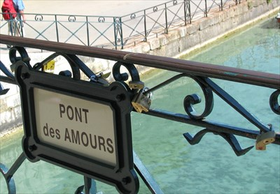 pont des amours annecy france love padlocks on. Black Bedroom Furniture Sets. Home Design Ideas