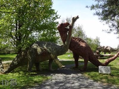 The tyrannosaurus devours the titanosaurus.