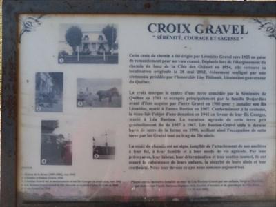Texte et photo sur la plaque au bas de la croix.  Text and photo on the plate at the bottom of the cross.