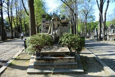 Close to François Truffaut (in Montmartre Cemetery)