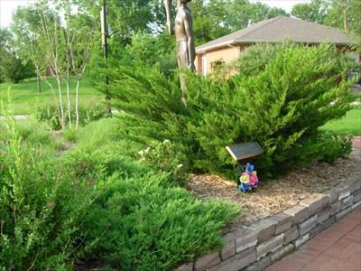 Hannah 39 s garden uco edmond ok citizen memorials on Garden homes edmond ok