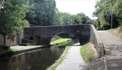 The bridge and attached former toll house and lock keepers cottage.