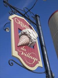 Photo de droite du Cornet de Crème Glacée et panneau forme de grange.  Right photo of Cone Ice Cream and panel shaped barn.