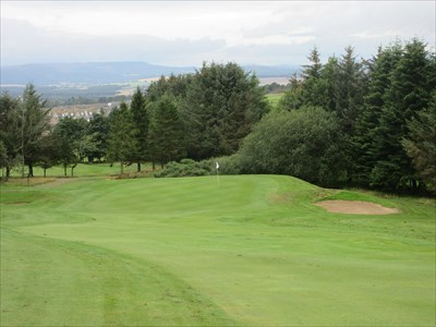 The short par 4 fourth hole plays westwards down the hill.