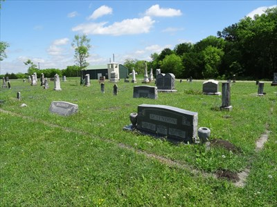 McLendons in the fore, Chisholms behind, in Chisholm Cemetery.