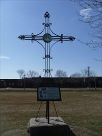 La Croix Gravel faite de fer forgé.  Cross Gravel made of wrought iron.