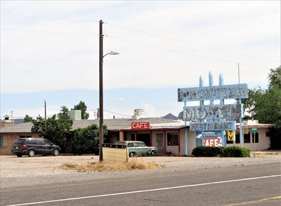 Frontier Motel - Route 66 Neon
