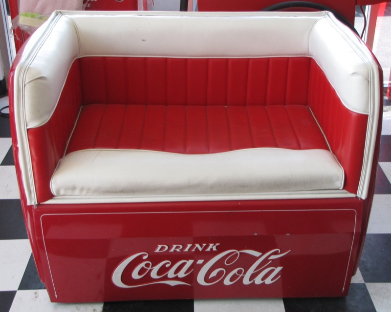Coca cola collection bodylines body shop san jose for Coole couch