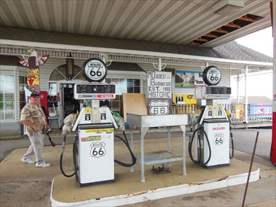 Shell Gas Station - Totem Pole Trading Post - Rolla