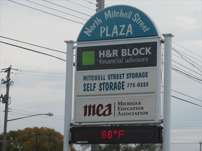 North Mitchell Street Plaza Cadillac Mi Time And Temperature