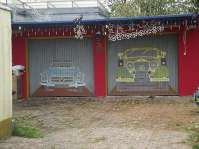 Vintage Cars, Hansstr 4., Bochum, Germany, NW   Garage Door Art On  Waymarking.com