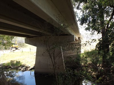 Looking south, at the underside of this bridge.1234, Sunday, 27 November, 2016