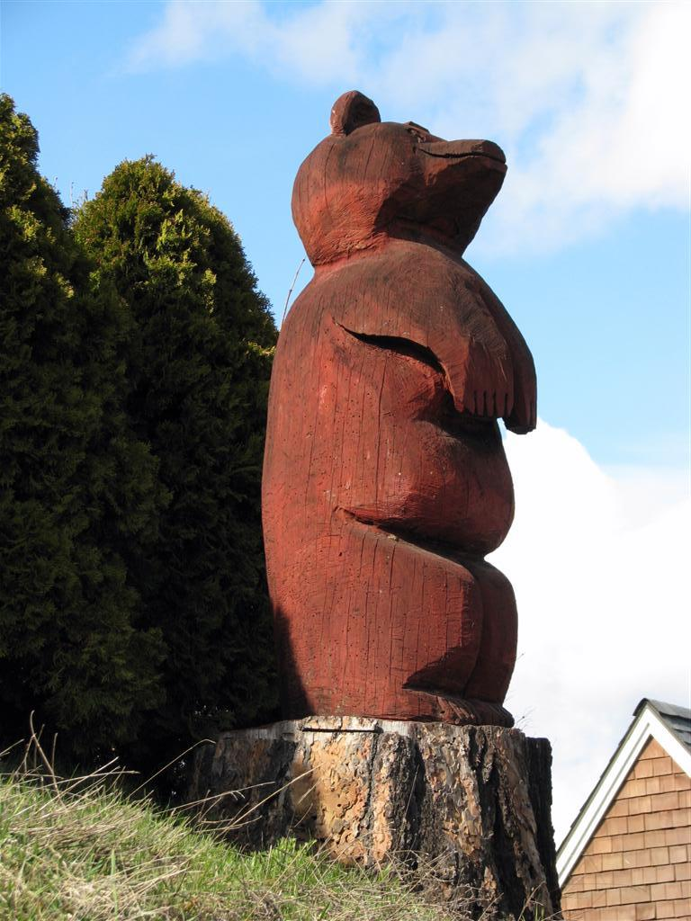 Carved bear hood river oregon outside wooden display