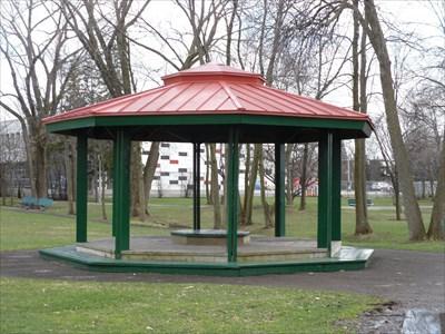 Gazebo du Parc Noël-Sud.  Gazebo Noël South Park.
