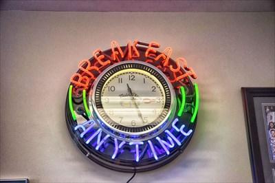 Maine Diner Clock - Wells ME - Neon Signs on Waymarking com