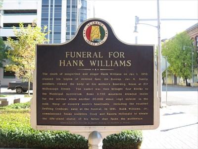 Historic marker describing the Hank Williams Sr. Memorial.