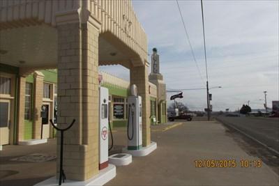 Waymark Code: WM1AE9, Conoco Tower and U-Drop Inn in Shamrock, Texas