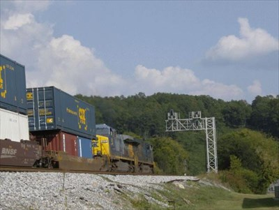Here the northbound is passing the Heritage Center and is making its way towards the tunnel.