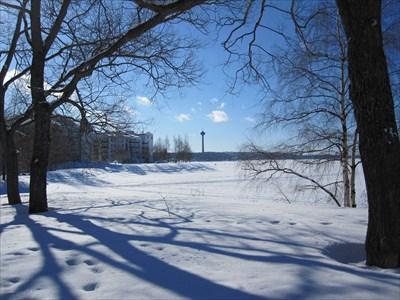 Kaunis järveni on jäässä..