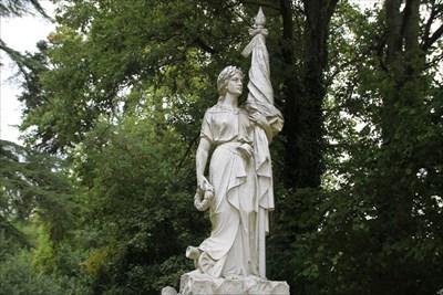 Détail de la statue féminine de l