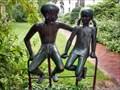 Image for Mädchen und Junge, sitzend - Hamburg, Deutschland