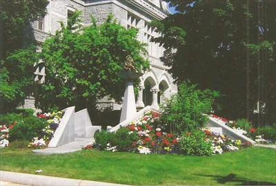 Old post office, not legislative building for State House, police memorial in front yard