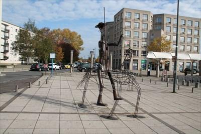 Une superbe sculpture sur la place de la gare à St Pierre des Corps