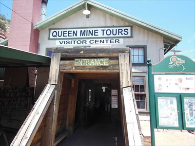 The main entrance into the Queen Mine Tour and Visitor Center.