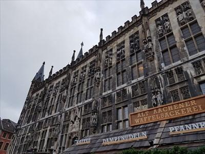 Rathaus in Aachen zur Weihnachtszeit