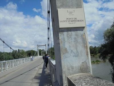 Pont reliant Tours au pied du Château, à St Symphorien. Il passe au dessus de l