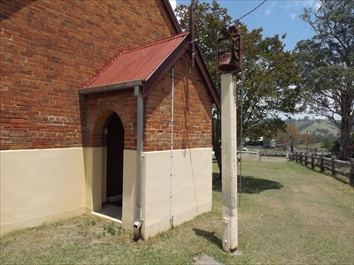 The alcove entrance. With the bell post.