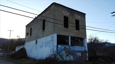 The hollow Woodman of the World / Knights of Pythias lodge building.