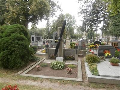 Vrtule na náhrobku - Pribyslav