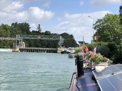 Note the needle dam between weir and lock.  This is opened in times of high water, the needles removed and boats sail through bypassing the lock
