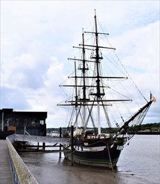 https://www.discoverireland.ie/Arts-Culture-Heritage/dunbrody-famine-ship-experience/8459