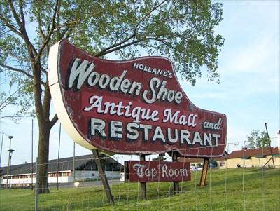Wooden Shoe Restaurant Holland Mi Neon Signs On Waymarkingcom