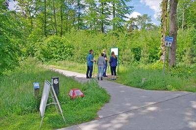 Met je Nordic Walking stokken mag je natuurlijk ook Fietsknooppunten bezoeken.