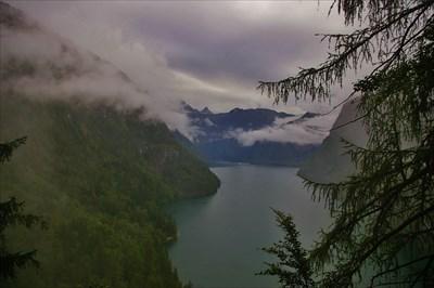 aussichtspunkt rabenwände: trotz regen und tiefhängender wolken ein toller ausblick mit echo und allem drun&dran