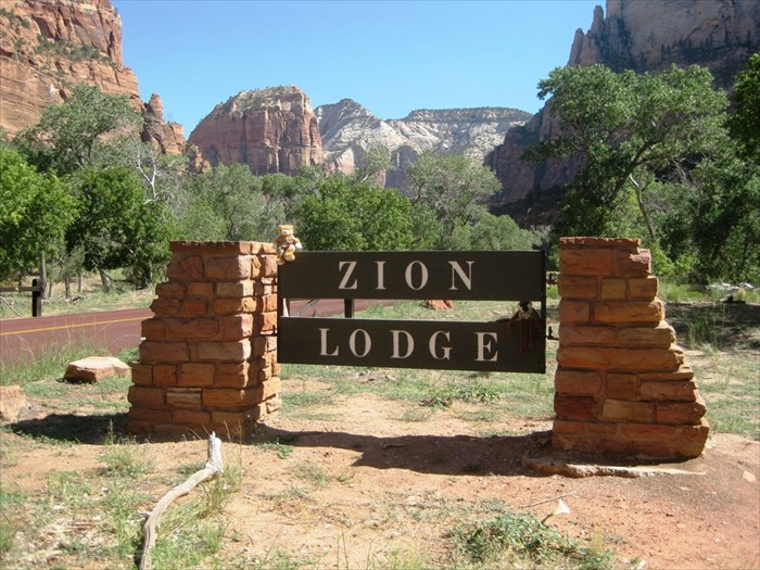 Zion lodge zion national park ut chalet cottage and for Cabin zion national park
