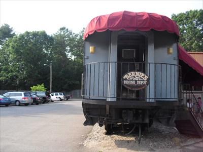 Bernie S Dining Depot Chicopee Ma Dining Car Restaurants On
