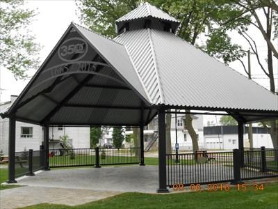 Gazebo du 350e Anniversaire au parc Tricentenaire de Louiseville.  Gazebo's 350th Birthday Tercentenary park of Louiseville