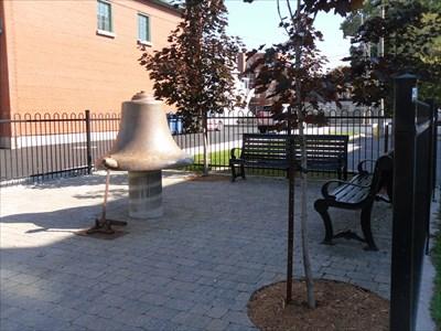 La cloche et vue sur air de repos.  Bell and air view of rest.