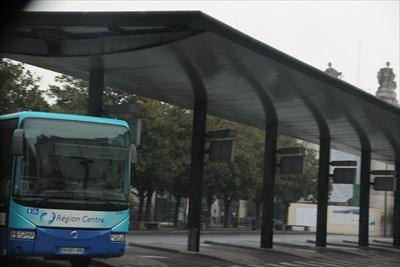 Une belle station de car sise Place de la Gare à Tours